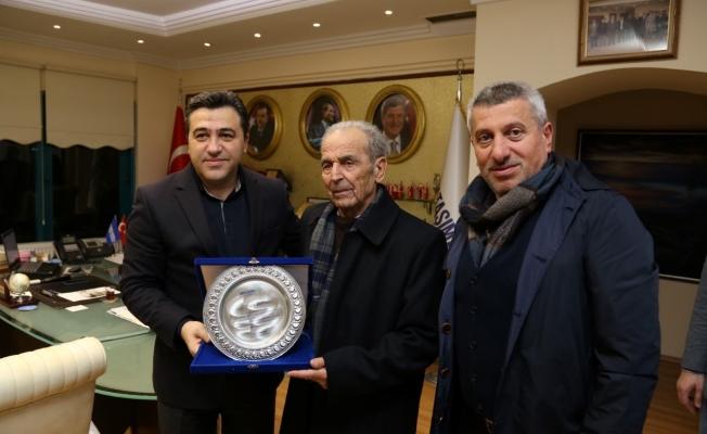 En tecrübeli şoföre Büyükşehir'den plaket