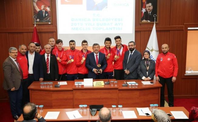 Darıca Meclisi şampiyonları ödüllendirdi