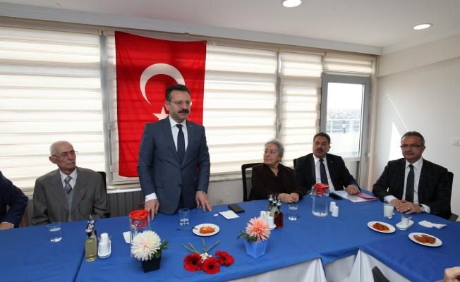 Vali Aksoy ve Başkan Köşkerden Huzur Evi ziyareti