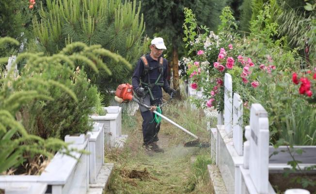 Çayırova mezarlıklarında bayram hazırlığı