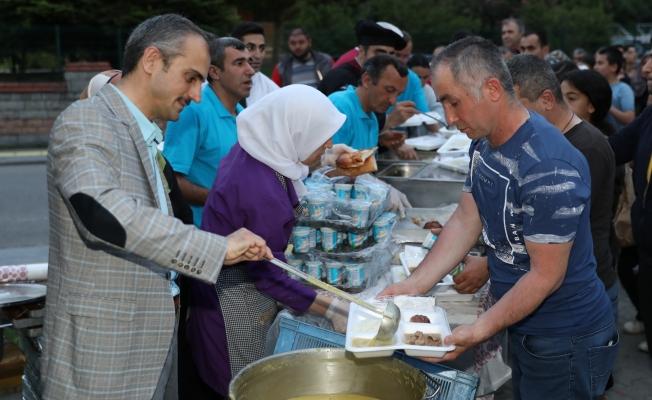 Çiftçi, engelli vatandaşlar ve ailelerini iftarda ağırladı