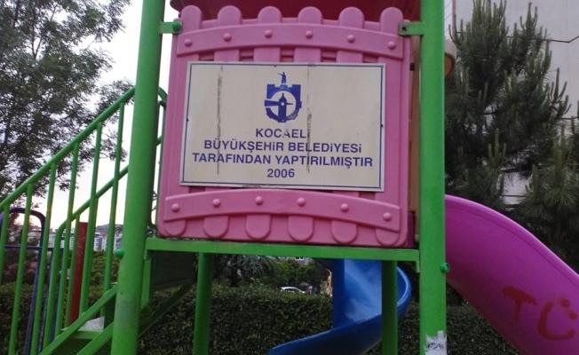 Çocuk oyun gruplarının bakımları yapılıyor....Gebze'deki bazı parklar yenilenmeli!