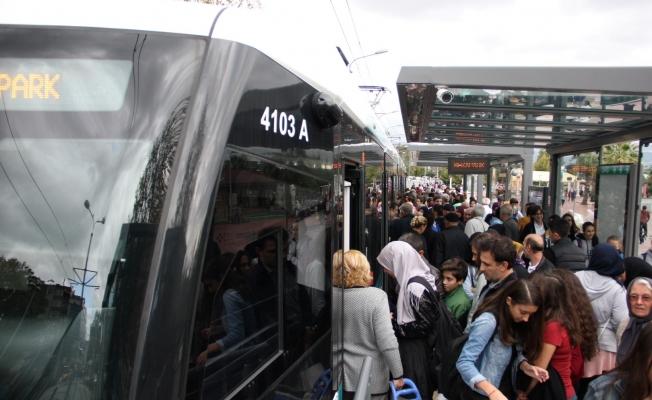 Tramvay 1 milyon 200 bin yolcu taşıdı!