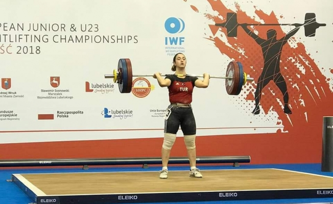 Berfin, dünya şampiyonasından madalya ile döndü
