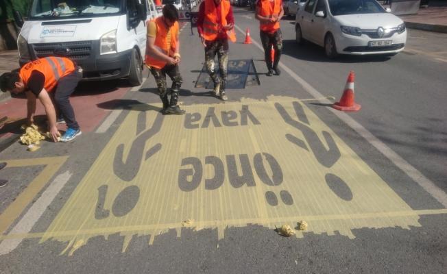 Okul önlerine 'Önce Yaya' işaretleri!