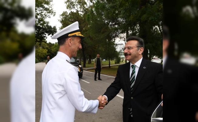 Vali Aksoy'dan Tuğamiral Yalçın Paşa'ya iade-i ziyaret