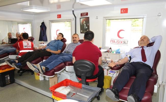 Başkan Büyükgöz kan bağışında bulundu