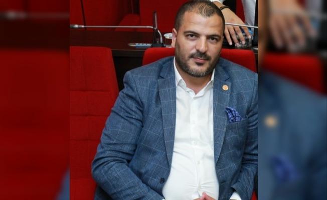 Meclis Üyesi Elüstü: ' Belediyede kimse çalışmıyor!'