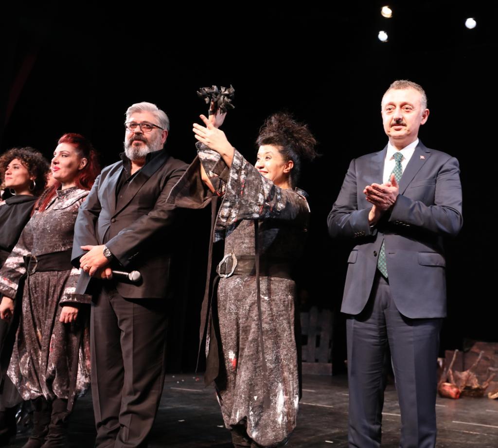 Şehir Tiyatroları perdelerini 'Macbeth' ile açtı
