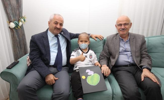 Başkan Büyükgöz'den minik Tarık'a sürpriz ziyaret