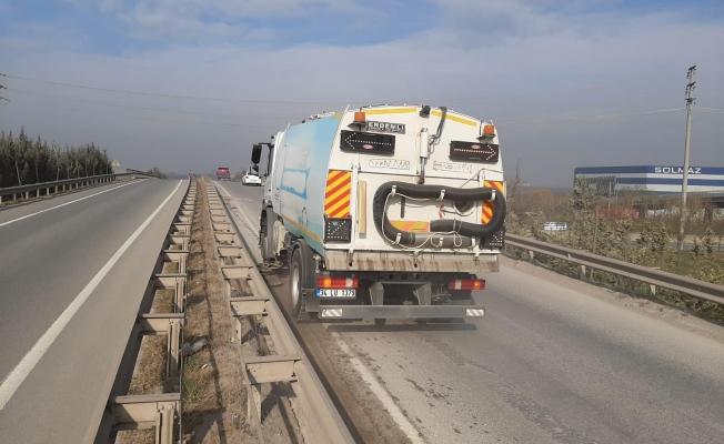 Gebze'de D-100 Karayolu her gün temizleniyor