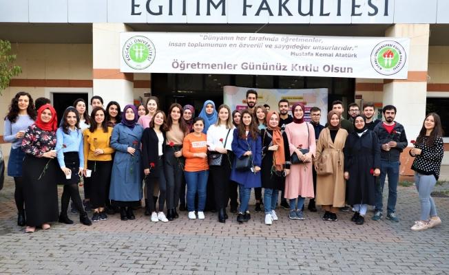 Kılavuz Gençlik Projesi üniversiteli gençlerin yanında