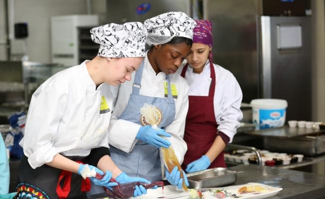 Hollandalı öğrenciler Kocaeli'de kebabı öğreniyor!