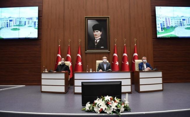Vali Aksoy: Ne kadar çok insanımızı evde tutabilirsek mücadelede o derece başarılı oluruz!quot;