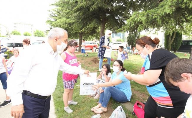 Başkan Amcalarından  Çocuklara Armağanlar