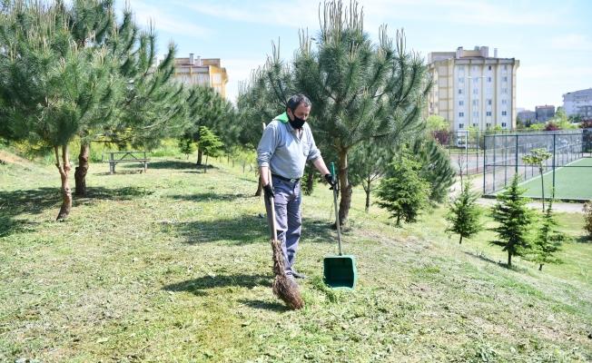 Çayırova'da yeşil alanlarda bahar temizliği