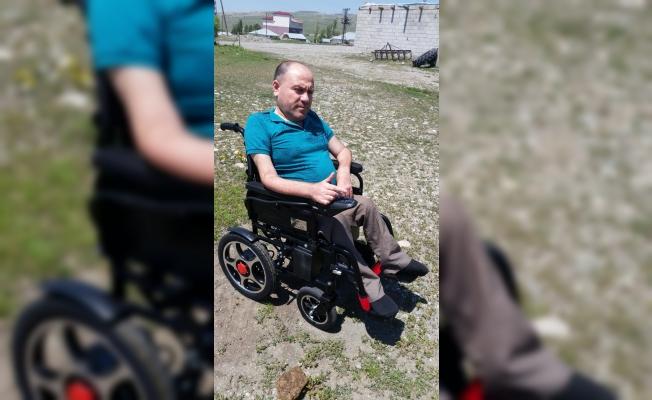 Engelli vatandaş akülü arabasına kavuştu