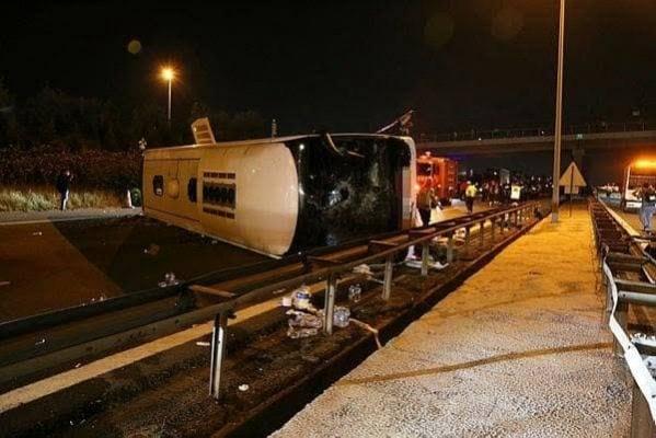 Gebze TEM 'de otobüs devrildi: 1 ölü çok sayıda yaralı