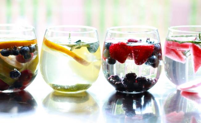 Tek başına su yetmez, günde en az 5 porsiyon sebze ve meyve tüketmeli...