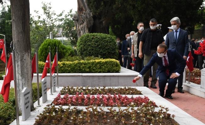 Vali Yavuz, Şehitlikleri Ziyaret Etti