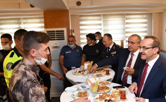 Vali Yavuz: ' Polisimiz ve jandarmamız yoğun mesai harcıyor!'