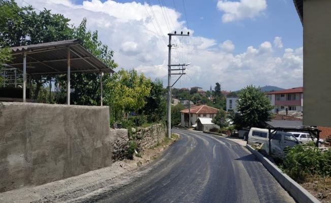 Dilovası Tepecik Çiftlik Caddesi'nde aşınma asfalt seriliyor
