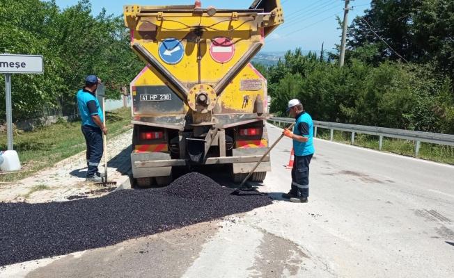 Kent genelindeki yollarda bakım ve onarımla sürüyor