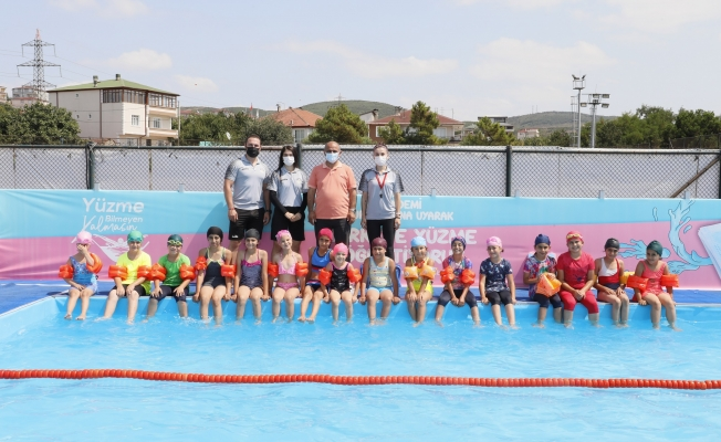 Başkan Söğüt'ten minik yüzücülere ziyaret