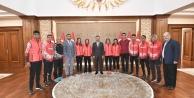 Dağ Koşuları Milli Sporcuları  Vali  Aksoy'uZiyaret Ettiler