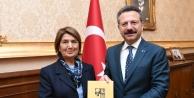 Vali Aksoy, Kitap Tanıtım Sergisi'ne davet edildi