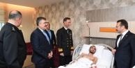 Vali Aksoy, yaralı gazimizi ziyaret etti