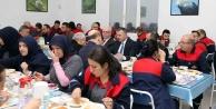 Başkan Büyükakın, işçilerle yemek yedi