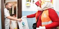 Belediye, 45 bin haneye çikolata ve maske dağıttı!