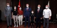 Başkan Büyükakın, LGS'de dereceye giren öğrencileri ödüllendirdi