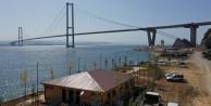 Osmangazi Köprüsü manzaralı sahil parkı