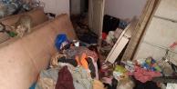 Çöp ev ekipler tarafından temizlendi